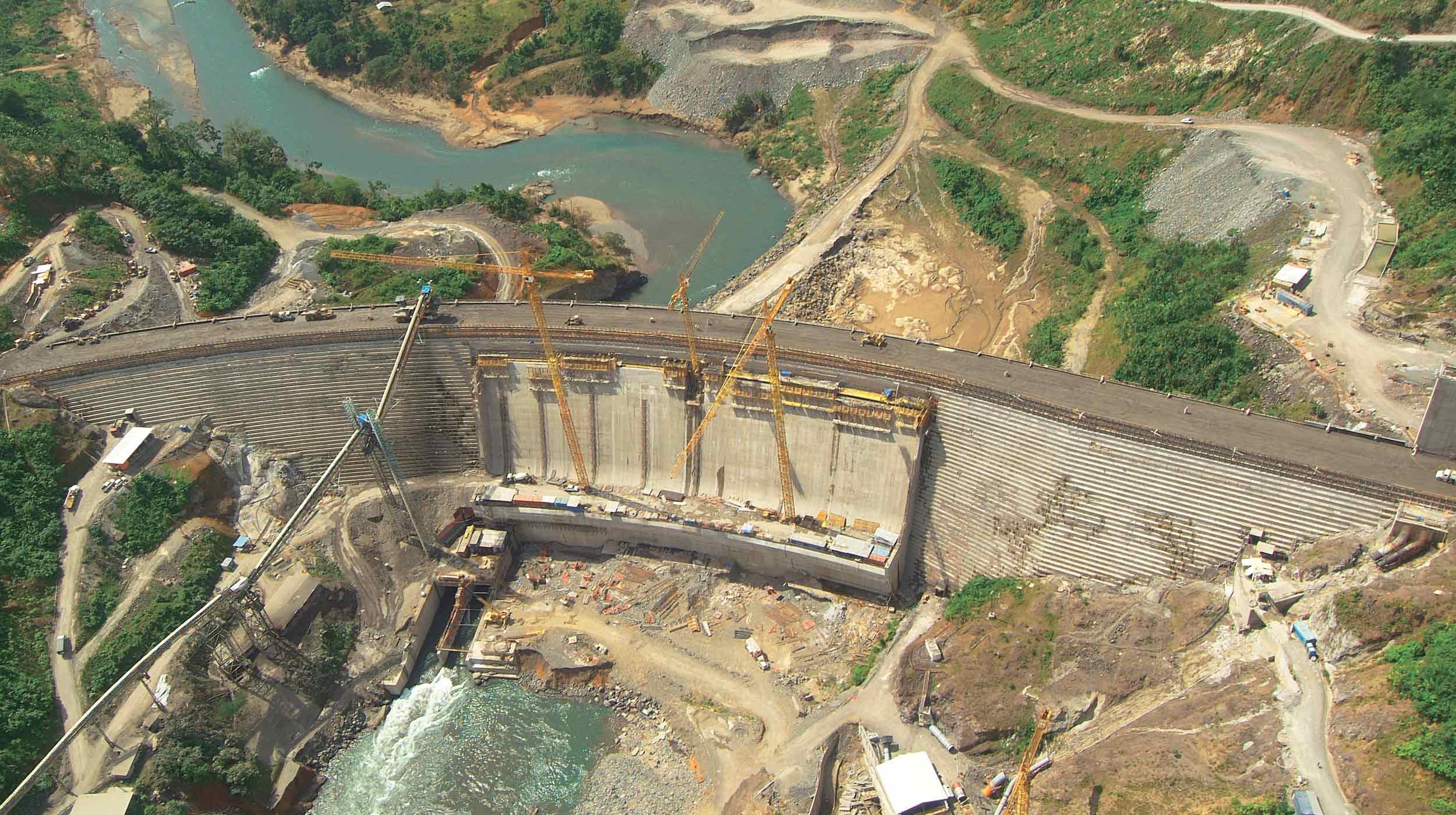 Esta gran obra, ubicada en la provincia panameña de Bocas del Toro, contempla en su fase principal la presa del futuro embalse en el río Changuinola.