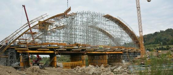 Puente sobre el río Stradomka, Bochnia, Polonia